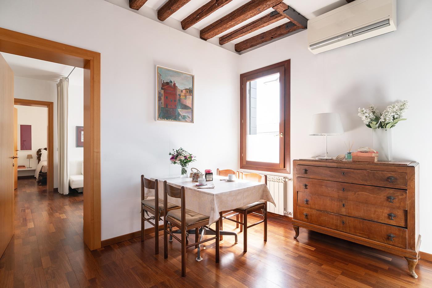 Sunny San Basilio Dorsoduro Haven Living Room
